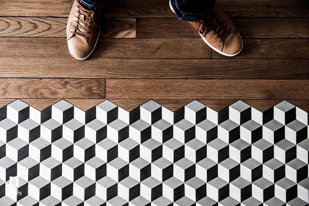 Houten Vloer Tegels : Keuken met overloop van houten vloer naar tegels homease