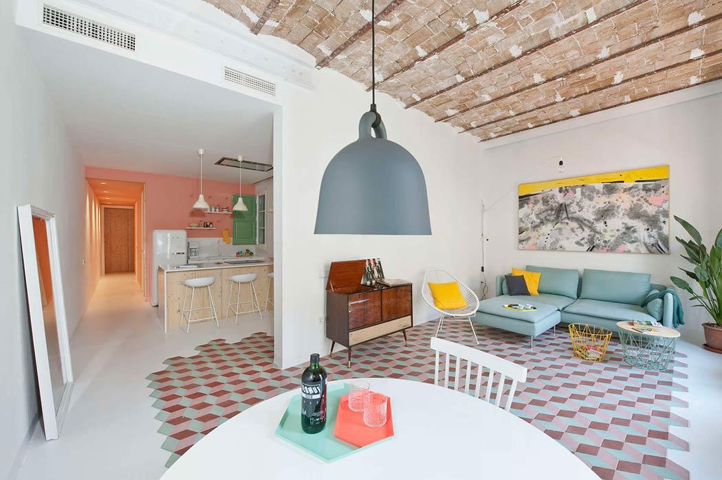 CaSA en Margherita Serboli hebben dit superleuke appartement ontworpen, waar pastelkleuren op een hele stijlvolle manier zijn gecombineerd.