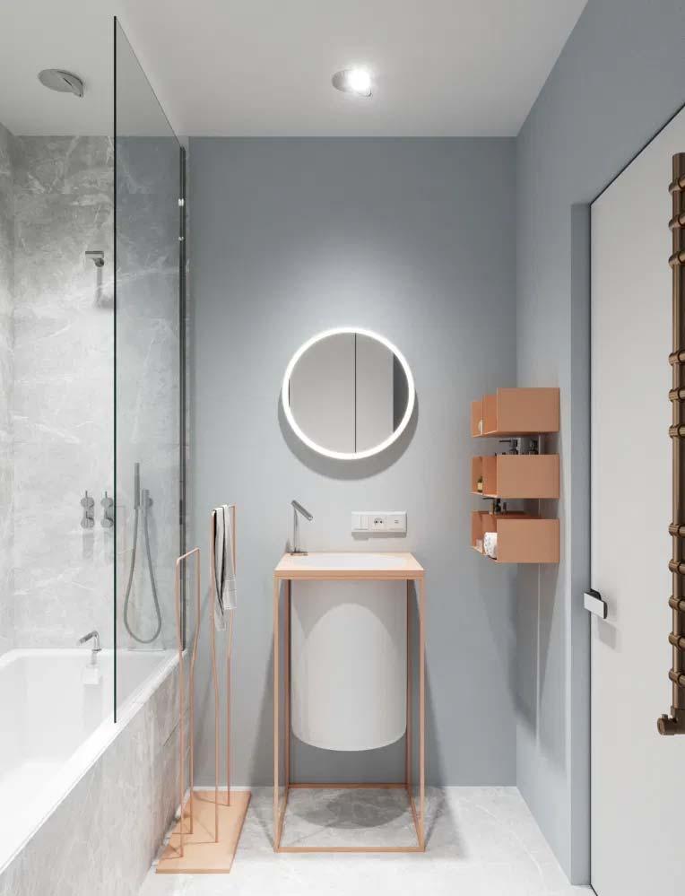 Moderne badkamer met lichtgrijze muren, witte vloer en subtiele pastelroze tinten.