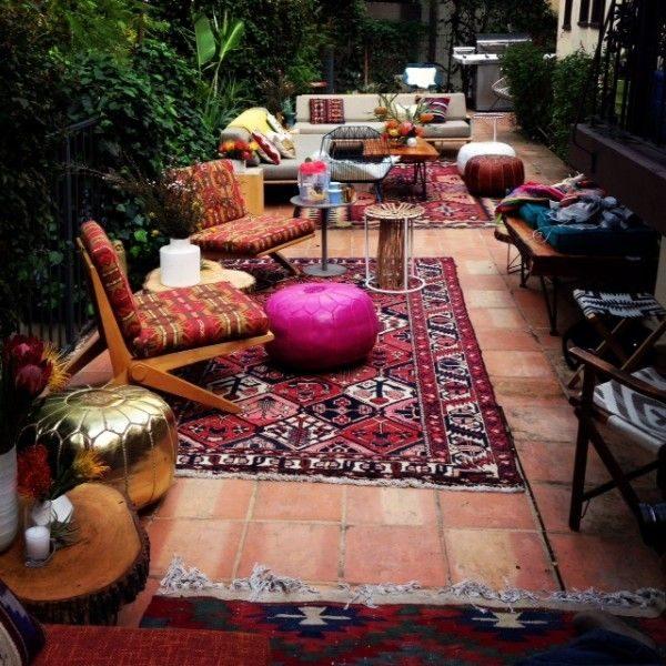 Perzische vloerkleed in tuin