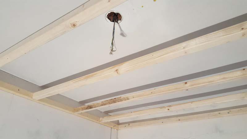 plafond verlagen houten frame