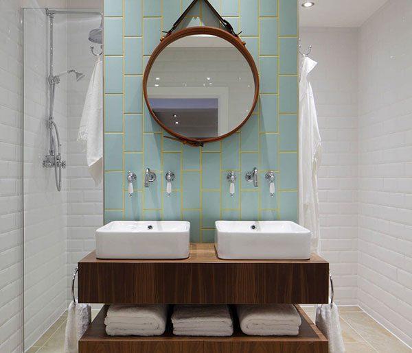 Praktische badkamer met scheidingswand