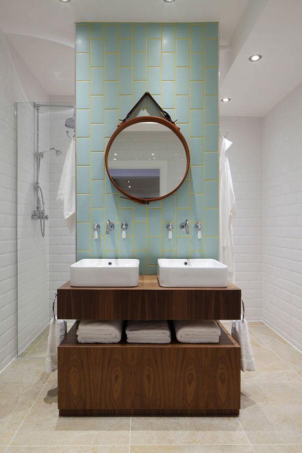 Praktische badkamer met scheidingswand   HOMEASE