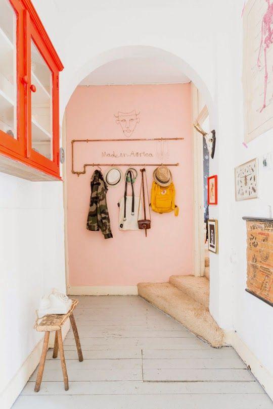 roze-muur-hal