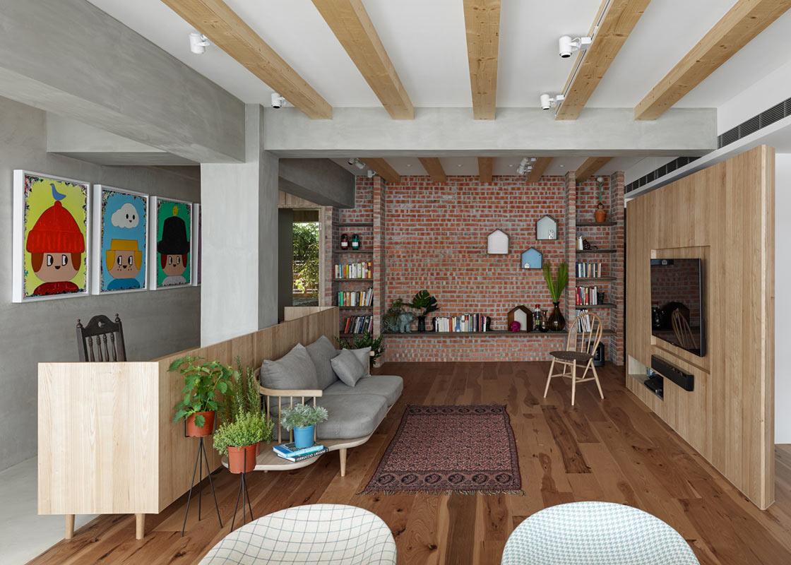 Ruime woonkamer met een creatieve indeling | HOMEASE