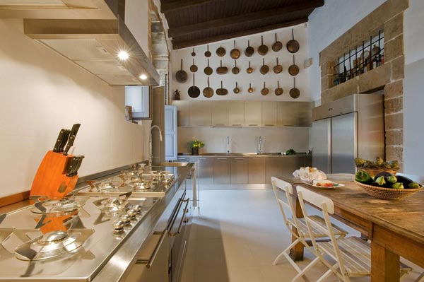 RVS keuken in authentiek landhuis