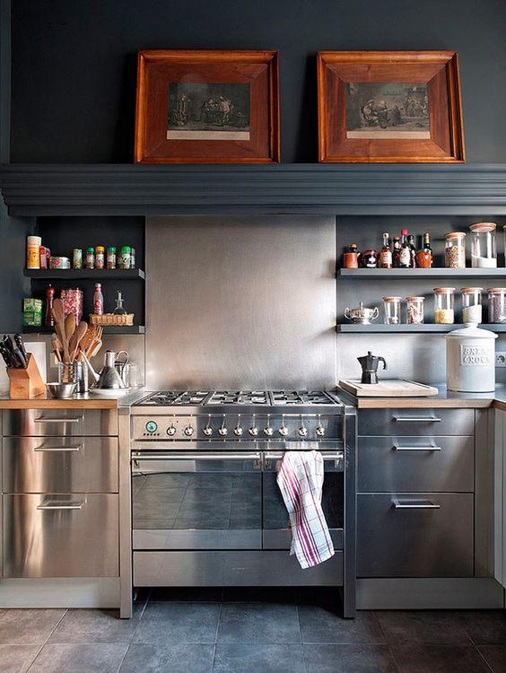 rvs-keuken-zwarte-keukenblad