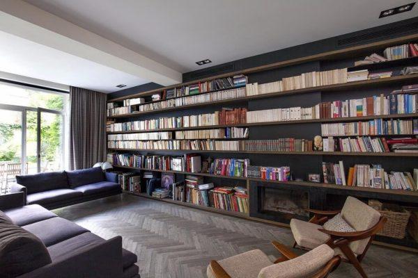 Sfeervolle woonkamer van eengezinswoning uit Brussel