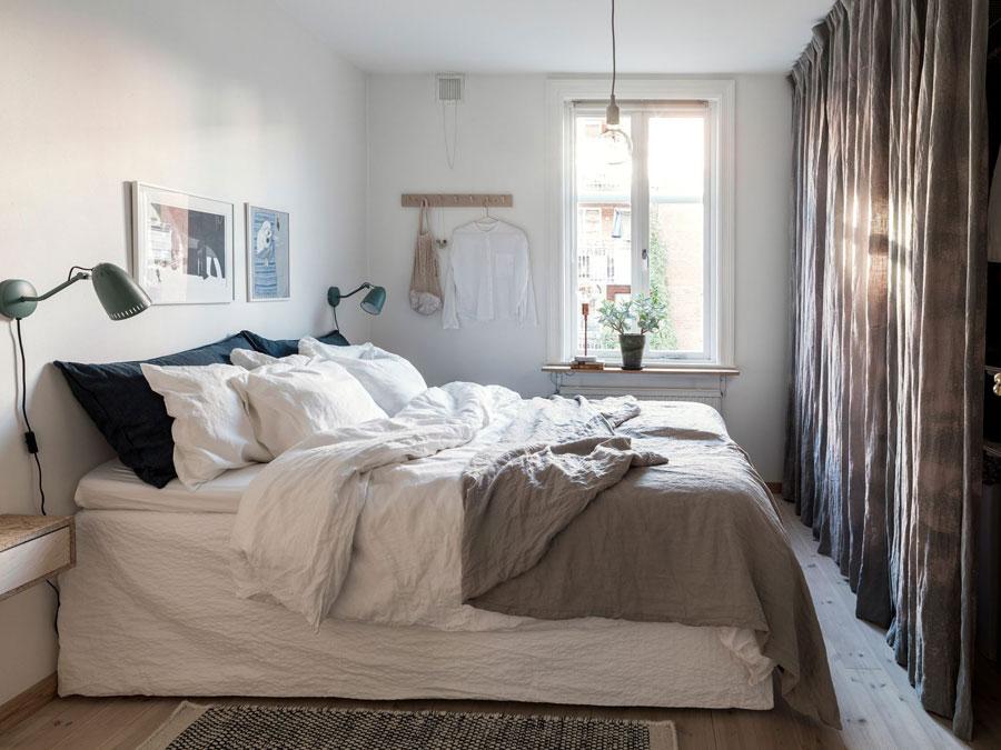 mooie hygge slaapkamer decoratie ideeen -linnen gordijnen als kastdeur