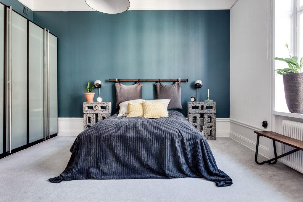 slaapkamer decoratie ideeen kussens ophangen hoofdbord