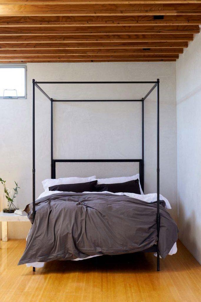slaapkamer decoratie ideeen minimalistisch met hemelbed