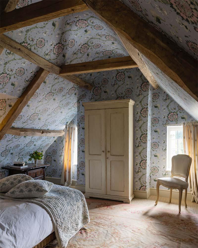 slaapkamer decoratie ideeen plafond behangen