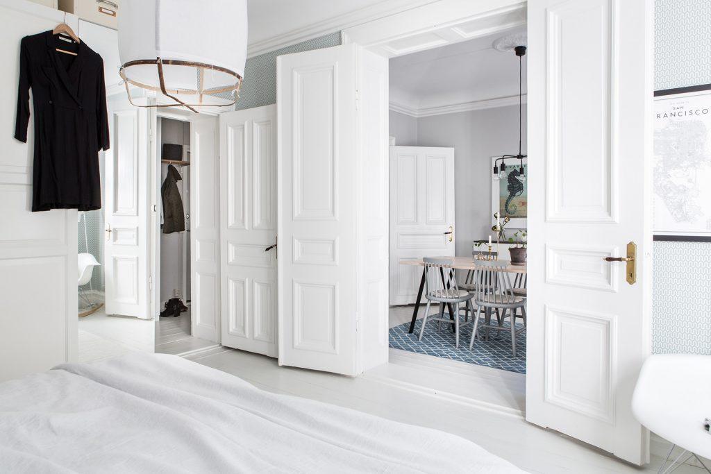 Leuk Behang Slaapkamer : In deze mooie slaapkamer vind je een aantal hele leuke decoratie