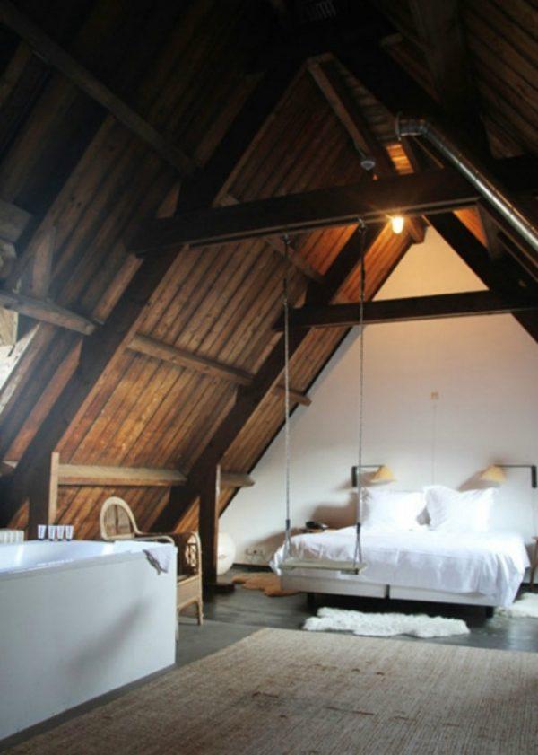 Slaapkamer en bad op zolder