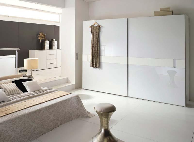 slaapkamer grote kledingkast wit schuifdeuren