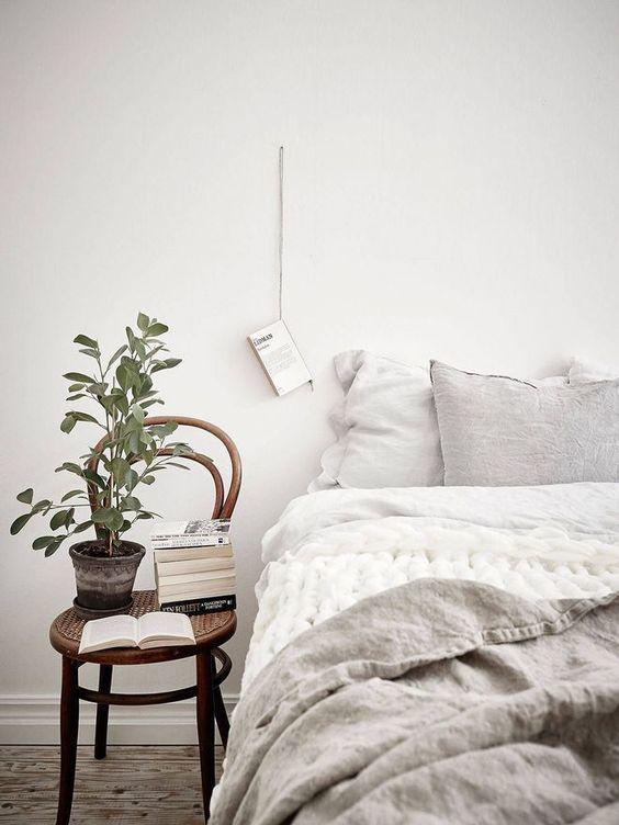 slaapkamer ideeën nachtkastje stoel