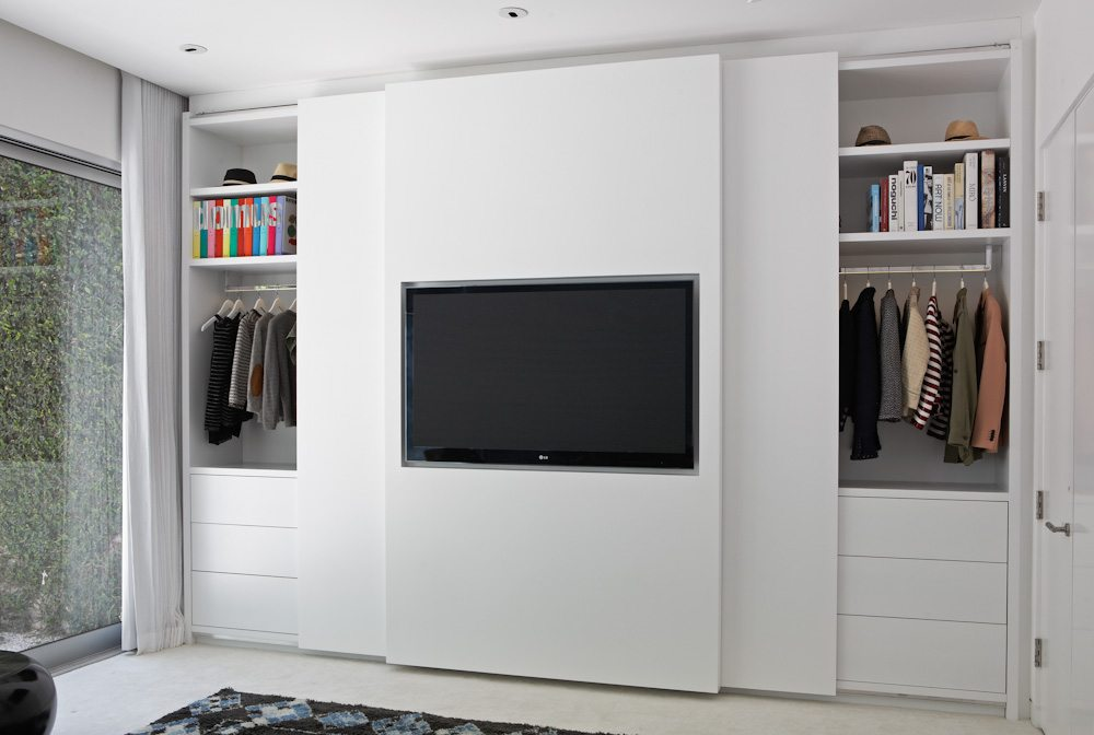 slaapkamer ideeën tv aan schuifdeur-kledingkast