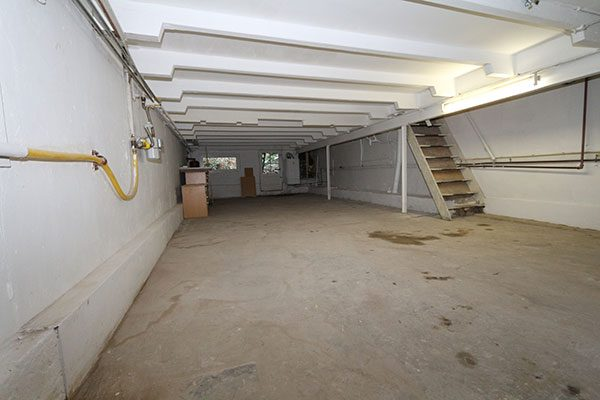 Slaapkamer in souterrain   HOMEASE