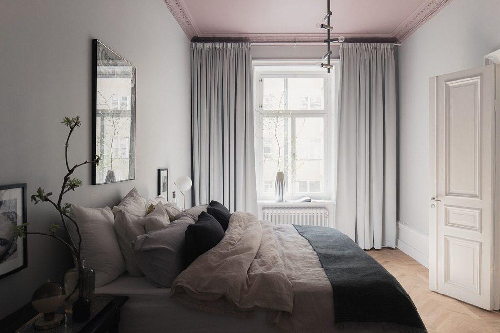 Slaapkamer met een mooie kleurencombinatie van grijs en roze | HOMEASE