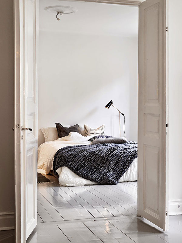 Slaapkamer met openslaande deuren naar woonkamer | HOMEASE