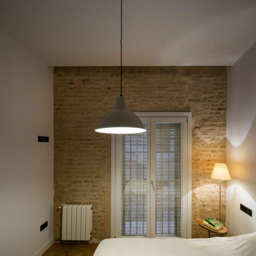 slaapkamer-stenen-muur