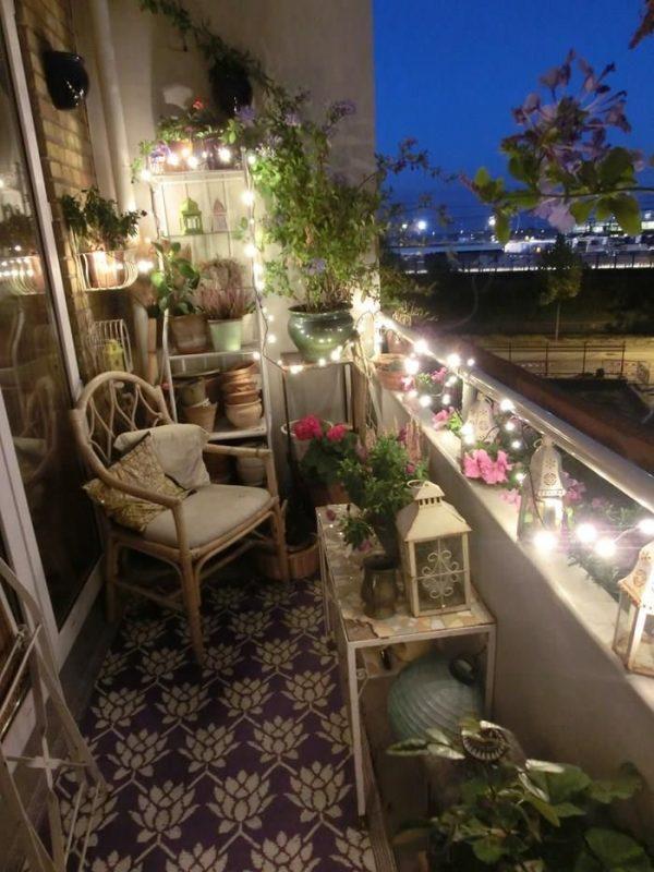 Slingerverlichting op het balkon