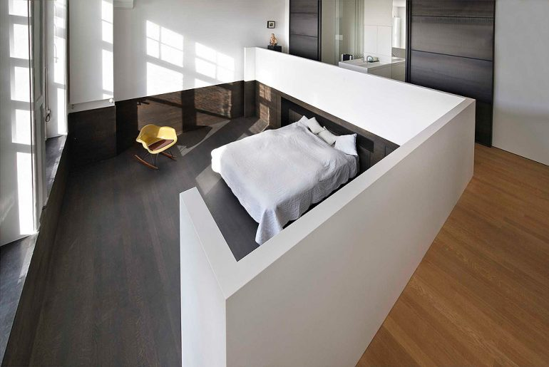 Deze smalle badkamer en suite is geweldig!