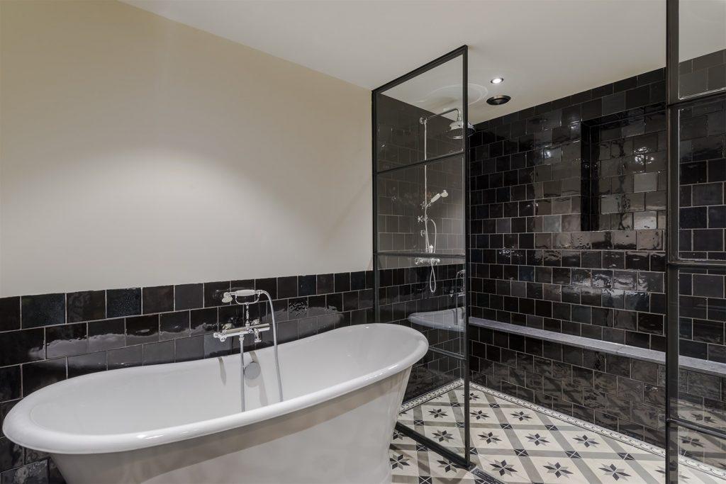 Souterrain badkamer in klassieke Portugese stijl