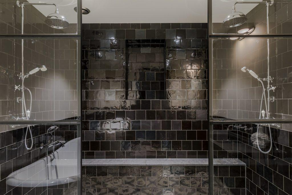 Souterrain badkamer in klassieke portugese stijl homease - Badkamer romeinse stijl ...