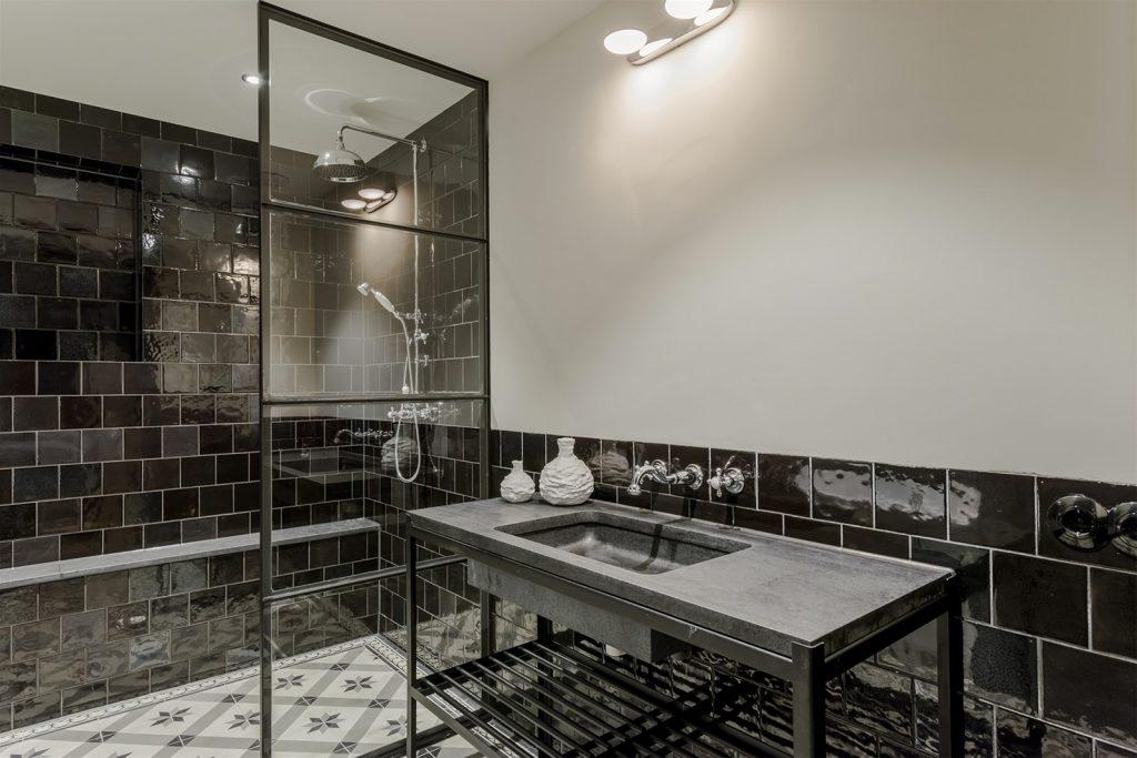 Souterrain badkamer in klassieke Portugese stijl | HOMEASE