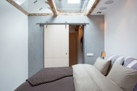 Speelse slaapkamer met beloopbaar glas