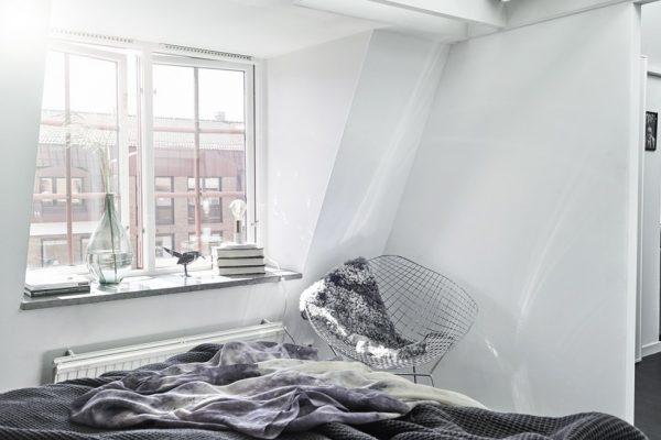 Speelse slaapkamer onder een serre
