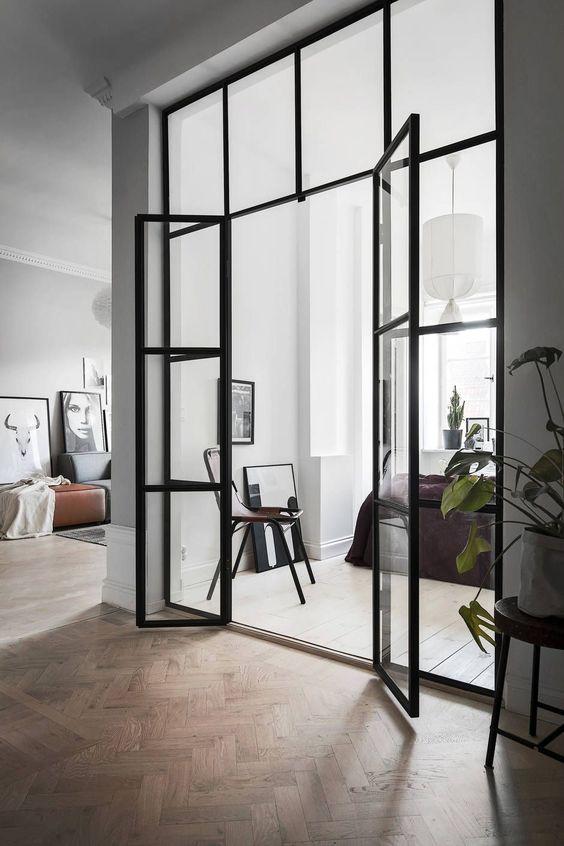 Stalen opslaande deuren