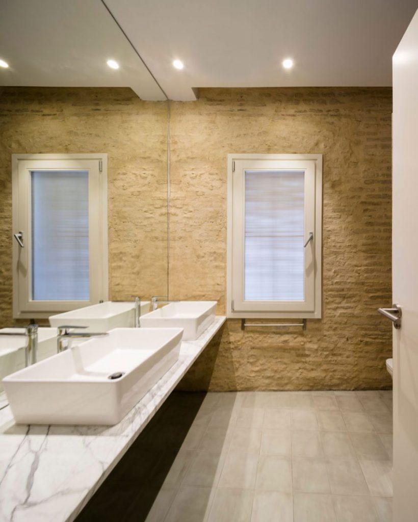 stenen-muur-badkamer