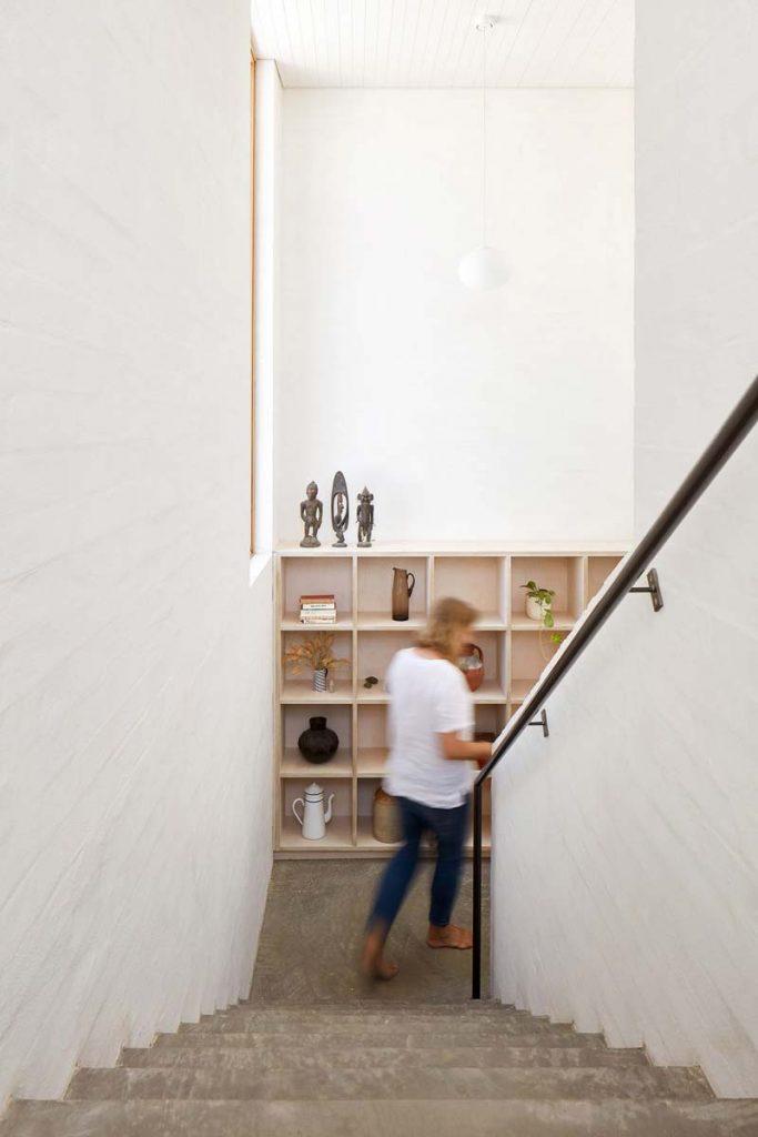 stenen trap houten kast