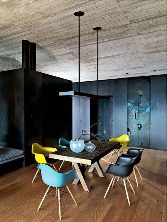Dezelfde stoelen in verschillende kleuren