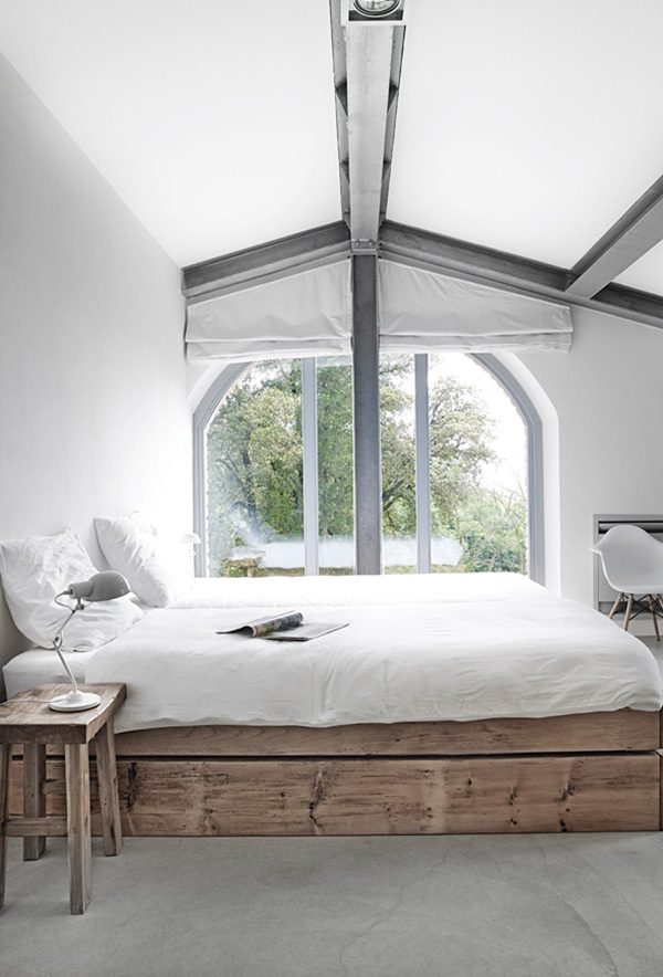 Stoere slaapkamer van Villa Vergelle  HOMEASE