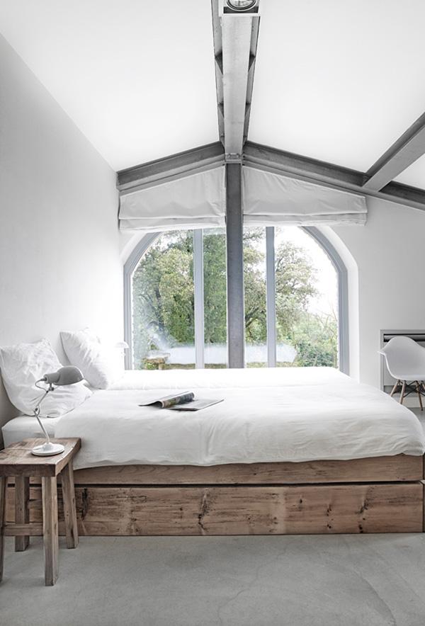 Stoere slaapkamer van Villa Vergelle | HOMEASE