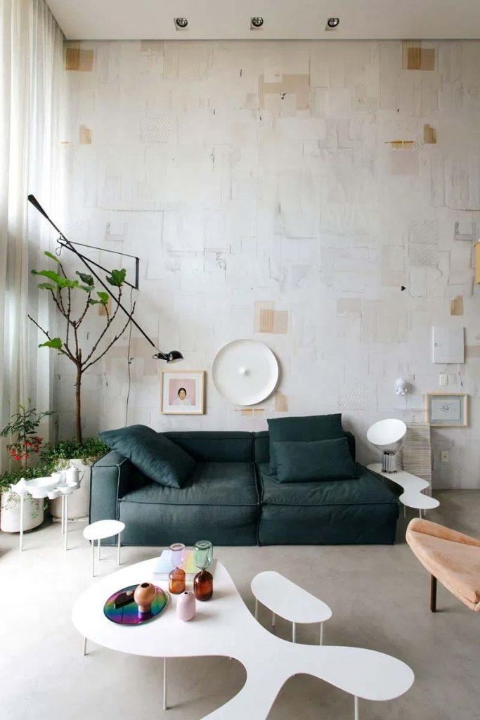 stoere woonkamer architect nildo jose hoog plafond groene bank