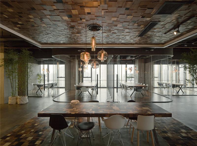 tafel-stoelen-mix-kantoor
