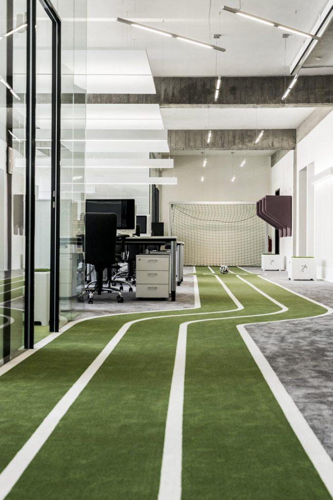 Het te gekke kantoor van onefootball homease - Kantoor lijnen ...