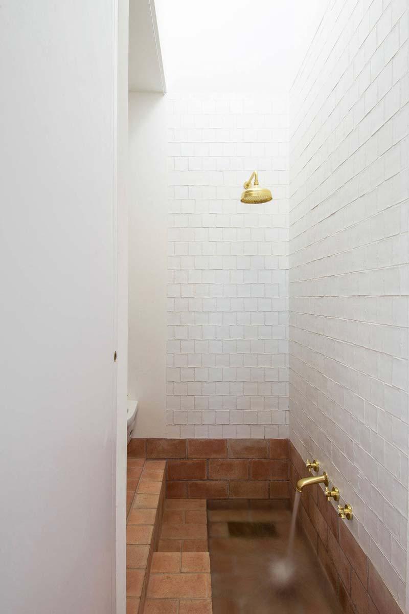 terracotta vloertegels badkamer