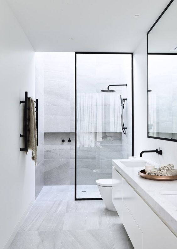 twee badkamer ventilatoren