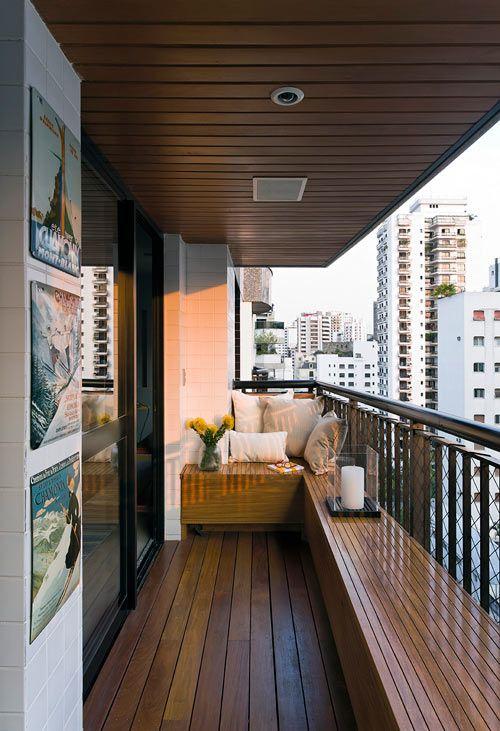 Vaste bank op balkon