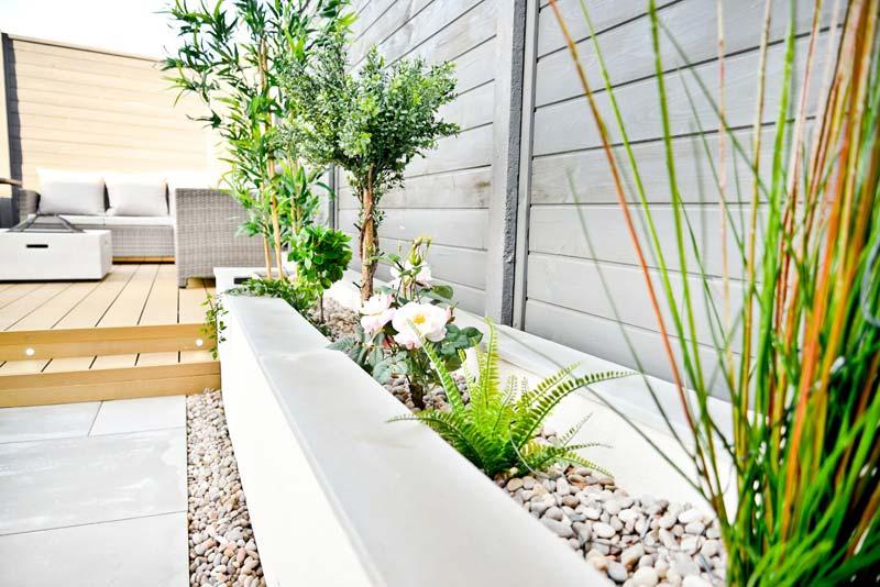 vaste plantenbak schutting tuin
