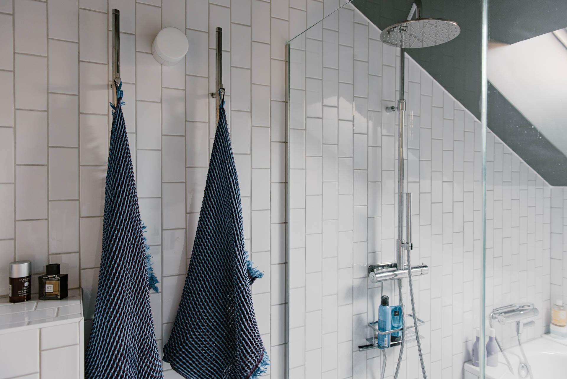 Verrassend leuke, ruime en lichte badkamer