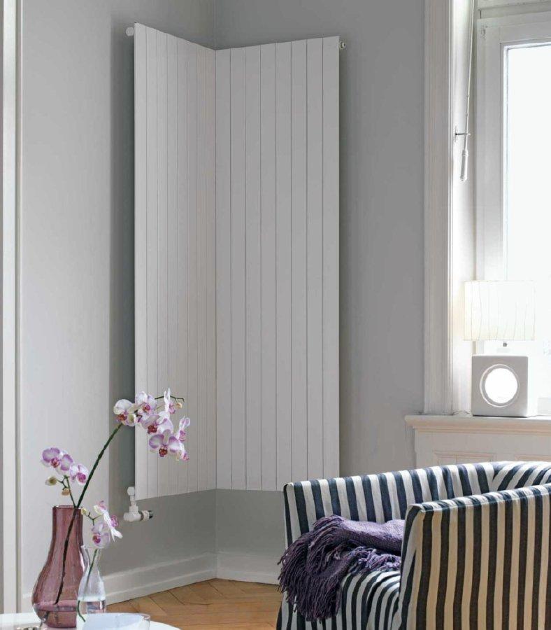 verticale radiator zehnder hoek woonkamer