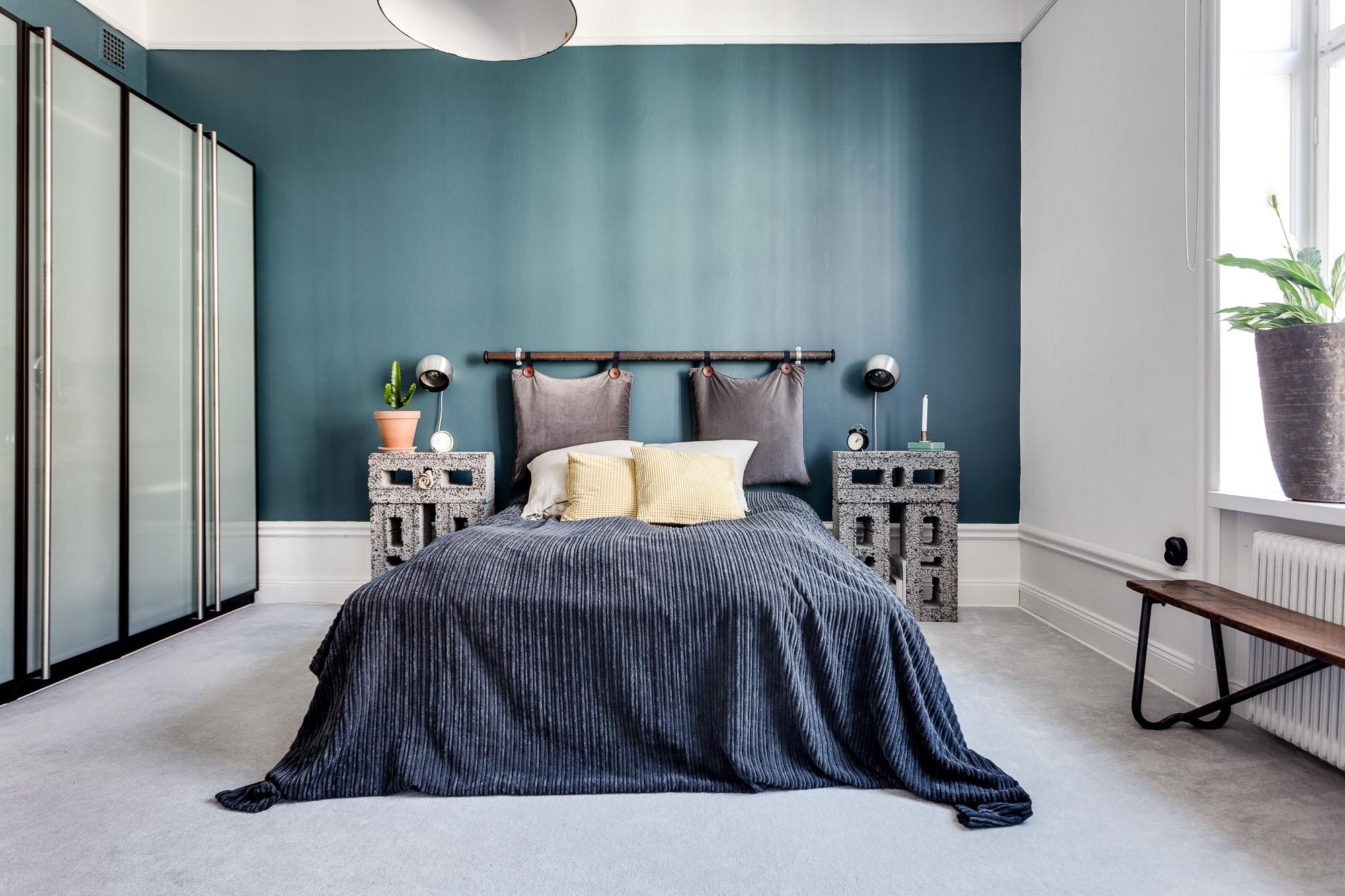 in deze vintage slaapkamer vind je hele leuke en inspirerende decoratie ideen