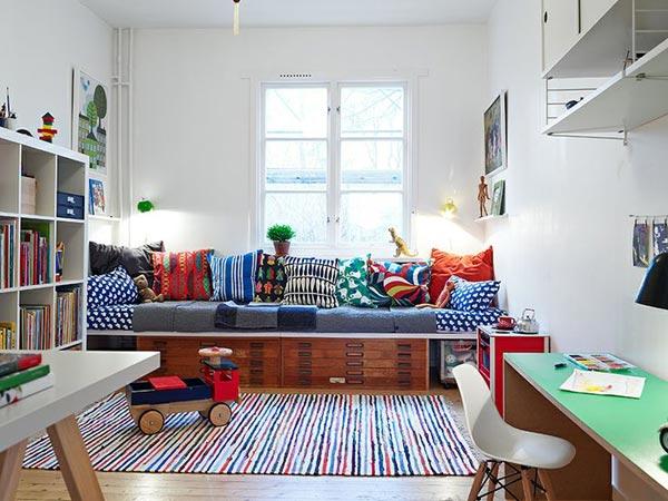 retro slaapkamer meubels : Vintage retro slaapkamer met behang van ...