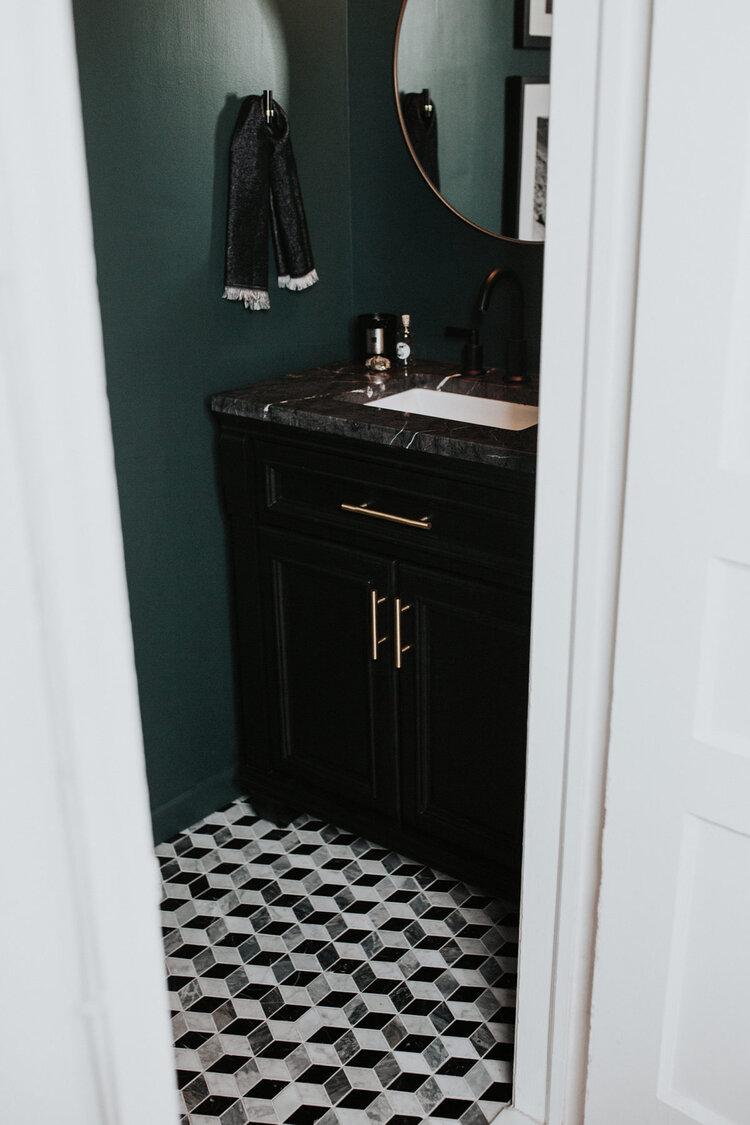 vintage toilet donkergroene muren